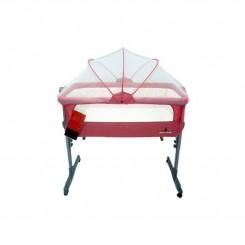 تخت کنار مادر پیرکاردین Pierre Cardin