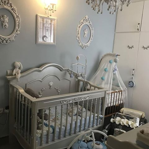 مدل چیدمان سیسمونی نوزاد کلاسیک سفید